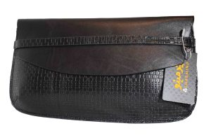 The leather of Tannaz ceremony bag is made of geniun cow leather and vegetable tanned leather.
